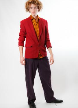 Костюм в стиле 90х годов с малиновым пиджаком — Новый русский