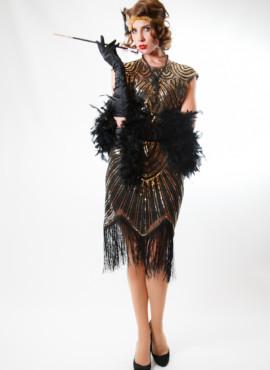 Черное платье расшитое бисером и золотой пайеткой.