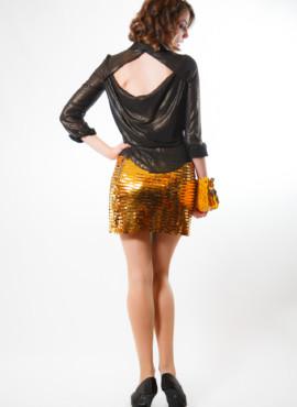 Костюм в стиле 80х — 90х — Интердевочка в золотой мини юбке из пайеток