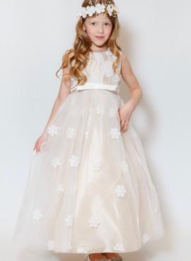 Нежное кремовое платье с вышивкой в цветы