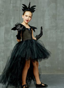 Черное платье с перьями на хэллоуин
