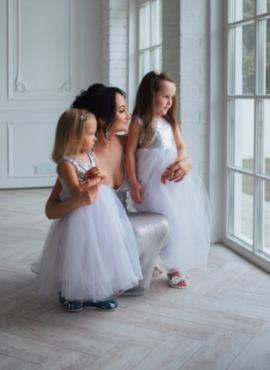 Белое платье в пол с серебренной пайеткой